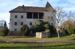 fundament nekadašnje kapele dvorca u Eberavi